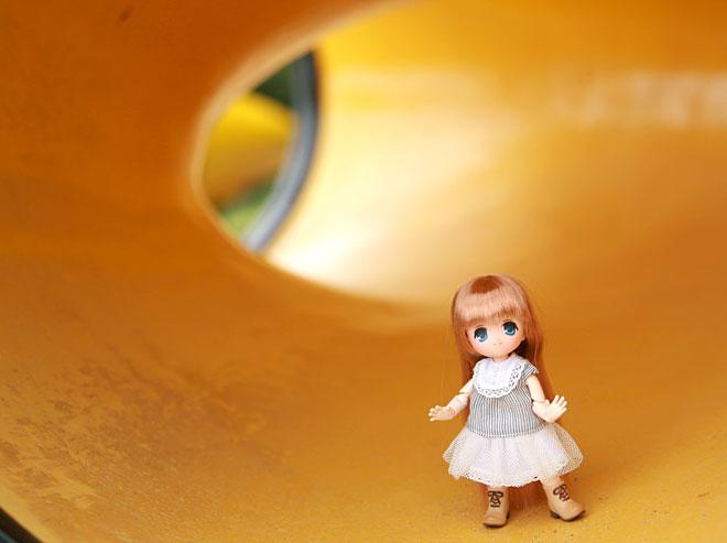 黄色のトンネルにオビツ