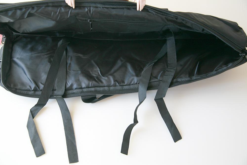 バッグの中のストラップ