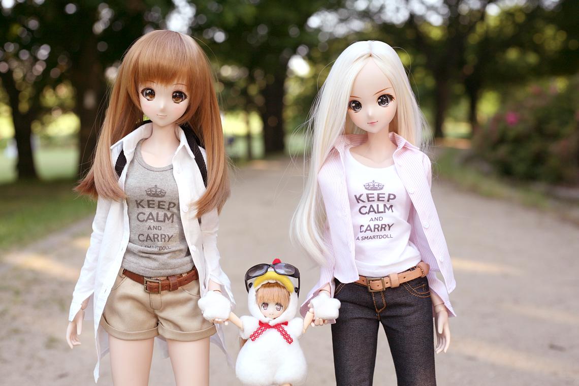 休日の公園を散歩するみらいちゃんとメロディーちゃん。と、トリ。